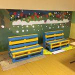Pavasara brīvlaikā vecāki izgatavoja atpūtas krēslus no paletēm