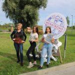 Alojas meitenes no izgudrojumu konkursa pārved sudraba diplomu un kausu