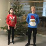 Skolā atzīmēja Pasaules neglīto džemperu dienu